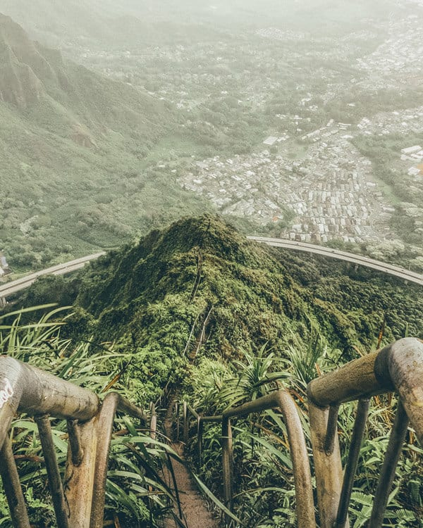 11 Places You Can't Miss In Hawaii (Oahu). A quick preview of the top spots you need to see on your next trip to Hawaii, like the Stairway to Heaven Hike (update - it is illegal now but still beautiful!) #avenlylanetravel #hawaii #oahu #islands #usatravel #hawaiianislands #hike