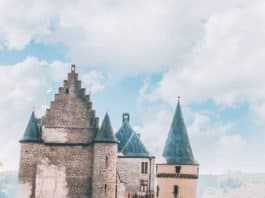 Check out 20 of the most beautiful castles in the world on avenlylanetravel.com #AVENLYLANETRAVEL #AVENLYLANE #castles #europe #travel #travelinspiration #beautifulplaces #beautifulphotos