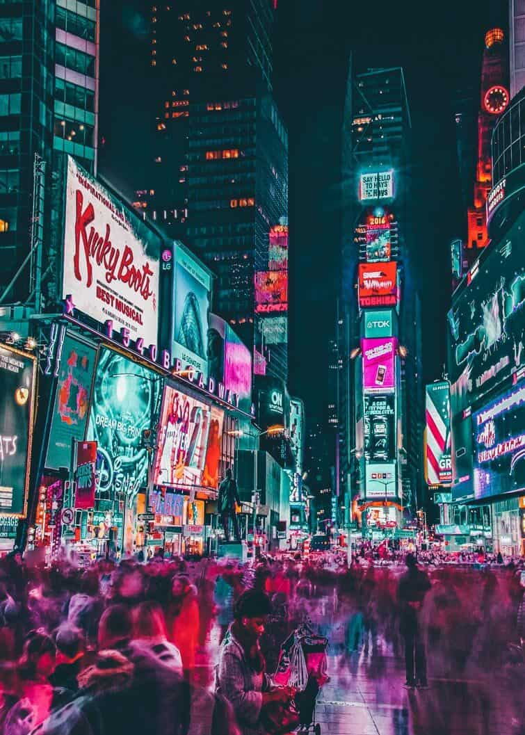 Times Square in New York City! Top 10 things to do and see in New York City. #avenlylane #avenlylanetravel #NYC