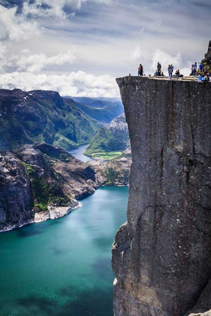 Pulpit Rock perched on top of a jutting 600m-tall (1969 ft) cliff. Norway is one of the most breathtakingly beautiful countries in the world and these photos prove it! So amazing! Here are some of the top places to see in Norway. #norway #norwayphtoos #norwayphotography #avenlylanetravel #avenlylane #europe #travelinspiration #beautifulplaces