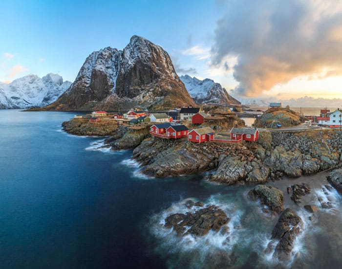 Fishing village of Reine in the Lofoten Islands. Norway is one of the most breathtakingly beautiful countries in the world and these photos prove it! So amazing! Here are some of the top places to see in Norway. #norway #norwayphtoos #norwayphotography #avenlylanetravel #avenlylane #europe #travelinspiration #beautifulplaces