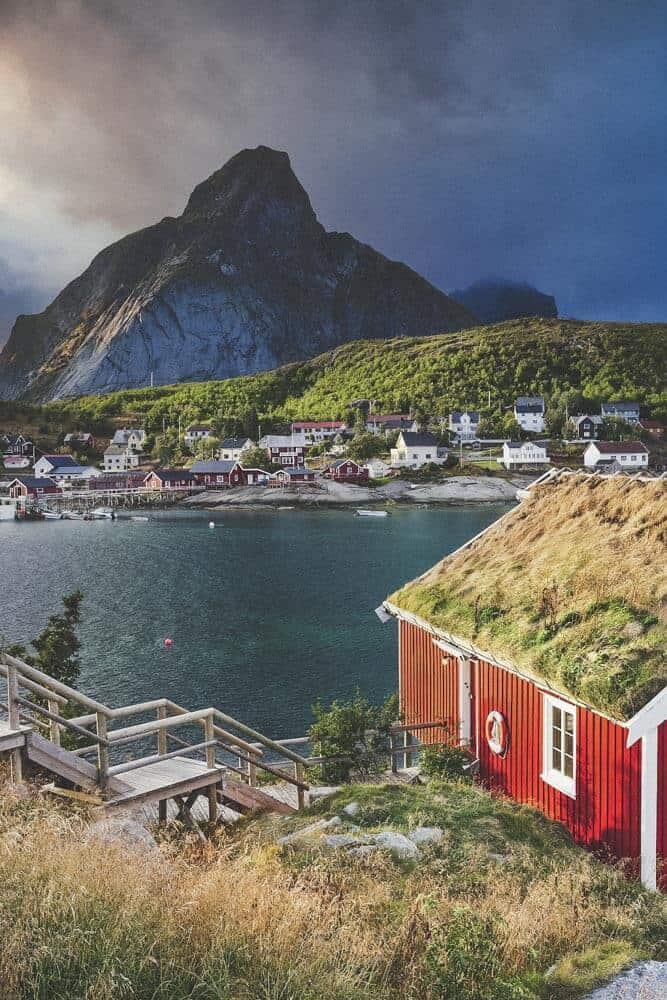 Reine fishing village, Norway. Norway is one of the most breathtakingly beautiful countries in the world and these photos prove it! So amazing! Here are some of the top places to see in Norway. #norway #norwayphtoos #norwayphotography #avenlylanetravel #avenlylane #europe #travelinspiration #beautifulplaces