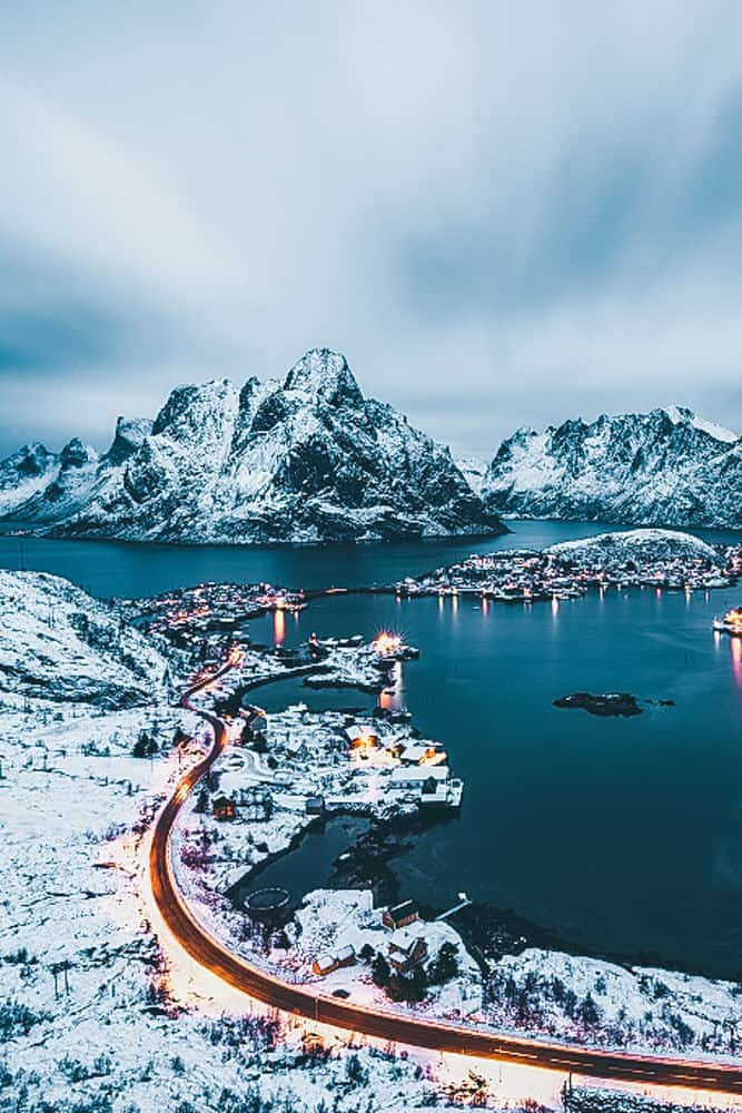 Lofoten Islands, Norway. Amazing! Norway is one of the most breathtakingly beautiful countries in the world and these photos prove it! So amazing! Here are some of the top places to see in Norway. #norway #norwayphtoos #norwayphotography #avenlylanetravel #avenlylane #europe #travelinspiration #beautifulplaces
