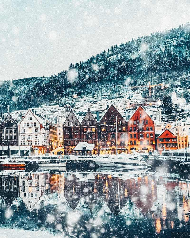Norway is one of the most breathtakingly beautiful countries in the world and these photos prove it! So amazing! Here are some of the top places to see in Norway. #norway #norwayphtoos #norwayphotography #avenlylanetravel #avenlylane #europe #travelinspiration #beautifulplaces