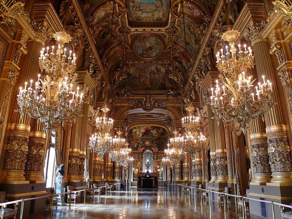 10 Things You Have to see Your First Time in Paris! These Paris travel tips will you help as you as you explore the history, culture, food and top places to visit in Paris, France. Versailles palace and gardens is a must see even if you only have 3 days to spend in Paris. Avenlylanetravel.com   #paris #france #europe #travel #photography #avenlylanetravel