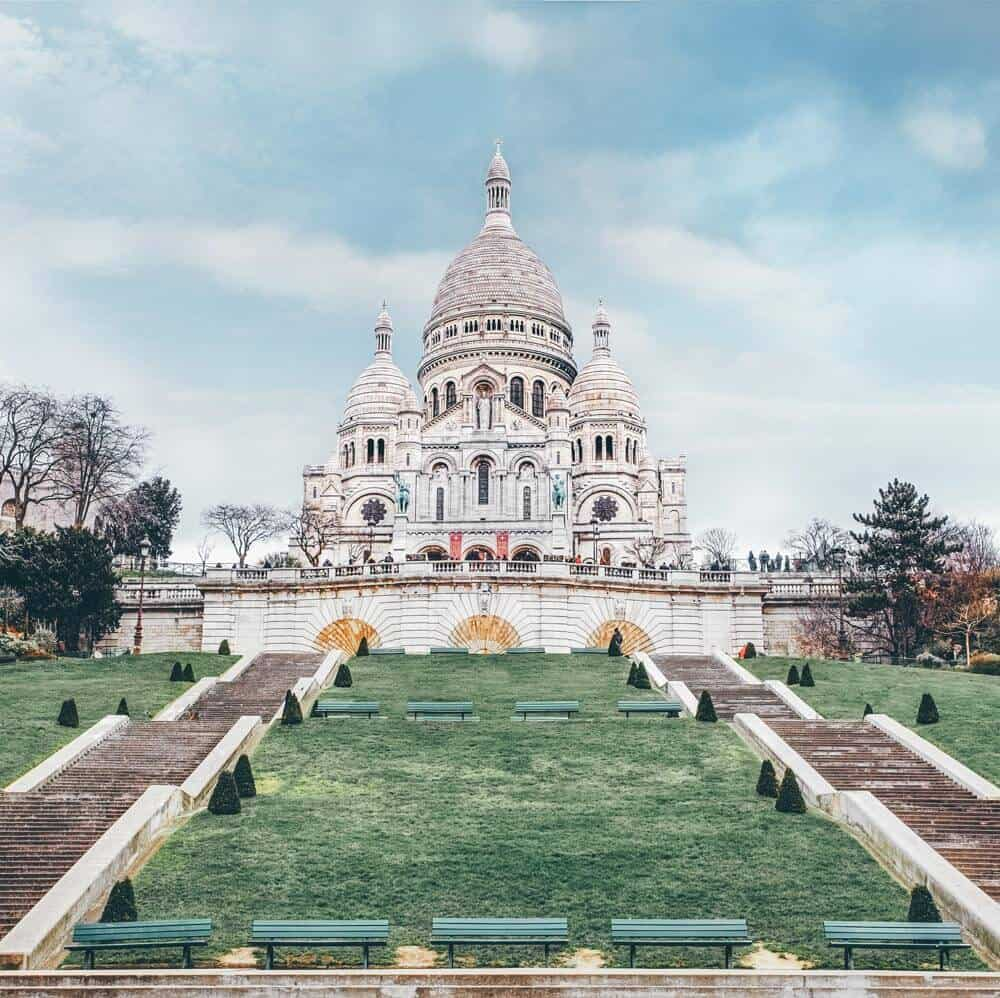 Basilica of Sacre Coeur. It can be hard to know what you should see in Paris and what you should skip. Here is a list of the top things to see your first time in Paris. These Paris travel tips will you help as you as you explore the history, culture, food and top places to visit in Paris, France. Avenlylanetravel.com | #paris #france #europe #travel #photography #avenlylanetravel #travelinspiration #travelblog #beautifulplaces #traveltips #eiffeltower #bucketlist #europetravel