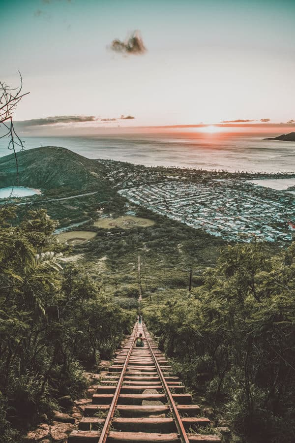 Koko Crater Railway Trail, Honolulu, United States. Check out the Best Things to do in Oahu Hawaii (You Probably Haven't Heard of). Check out the full post on www.avenlylanetravel.com #avenlylanetravel #hawaii #honolulu #hawaiianislands #oahu