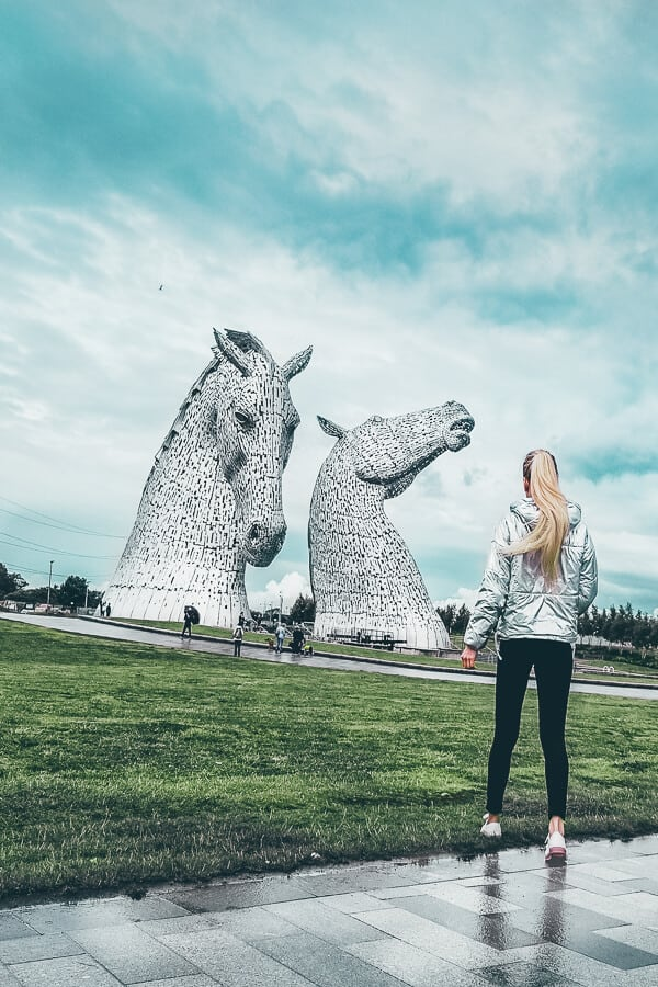 The Kelpies Scotland. Top 10 Things to do in Scotland. Scotland is an absolutely amazing country to visit. There is simply so much to do and see and my Scotland bucket list just won't stop growing. #avenlylanetravel #avenlylane #scotland #europe #europebucketlist #travelinspiration